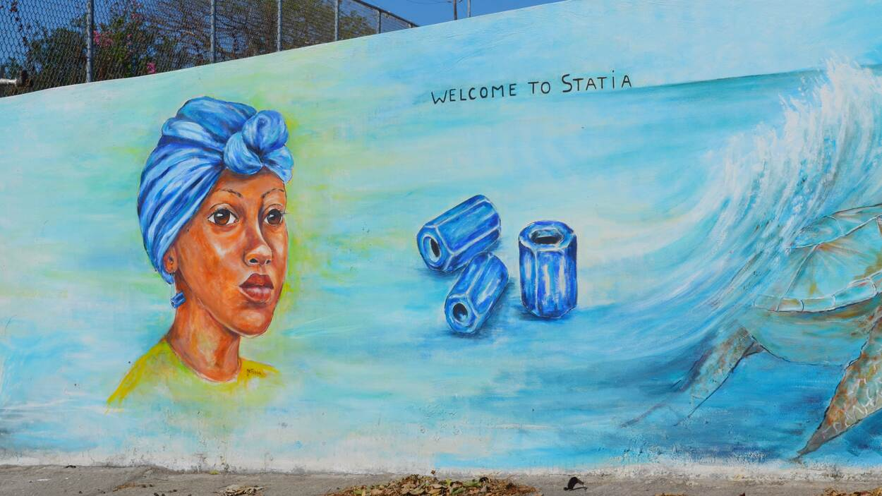 Mural (Street art) with text 'Welcome to Statia'