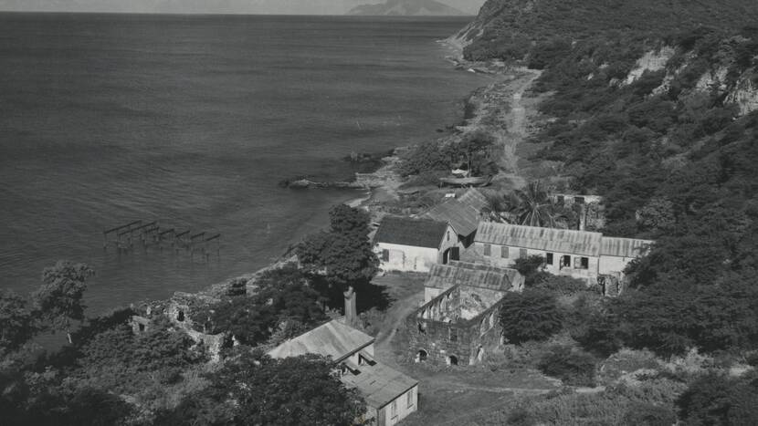 Black and white picture of coast line st. eustatius